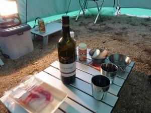 テントでワイン