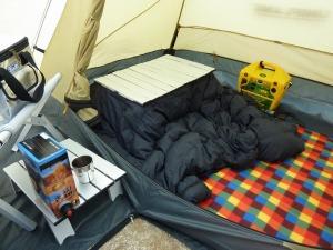 小型テント内の簡易コタツ