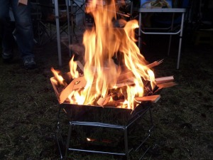 ヘキサステンレスファイアグリルで焚き火