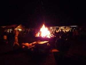 メイン会場の焚き火