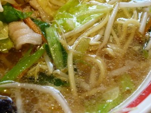 「近江ちゃんぽん」の澄んだスープ