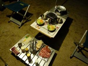 夕食のセッティング
