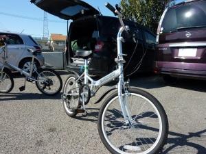 展開した折りたたみ自転車