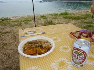 お好み焼きと弁当とビール