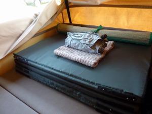 お布団を畳む_20120715