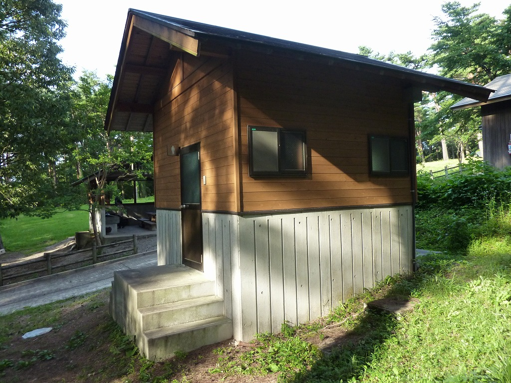 「ふれあいの森キャンプ場」のトイレ