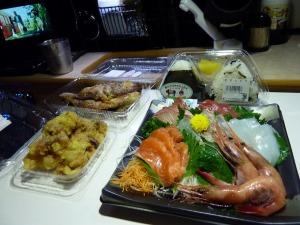 刺身と惣菜で夕食_1