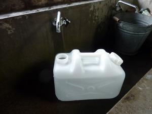 キャンプ場で給水_20120917