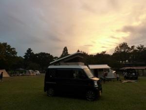 志高湖キャンプ場の夕暮れとKONG