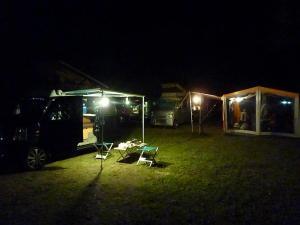 2台のKONGとキャンプ風景