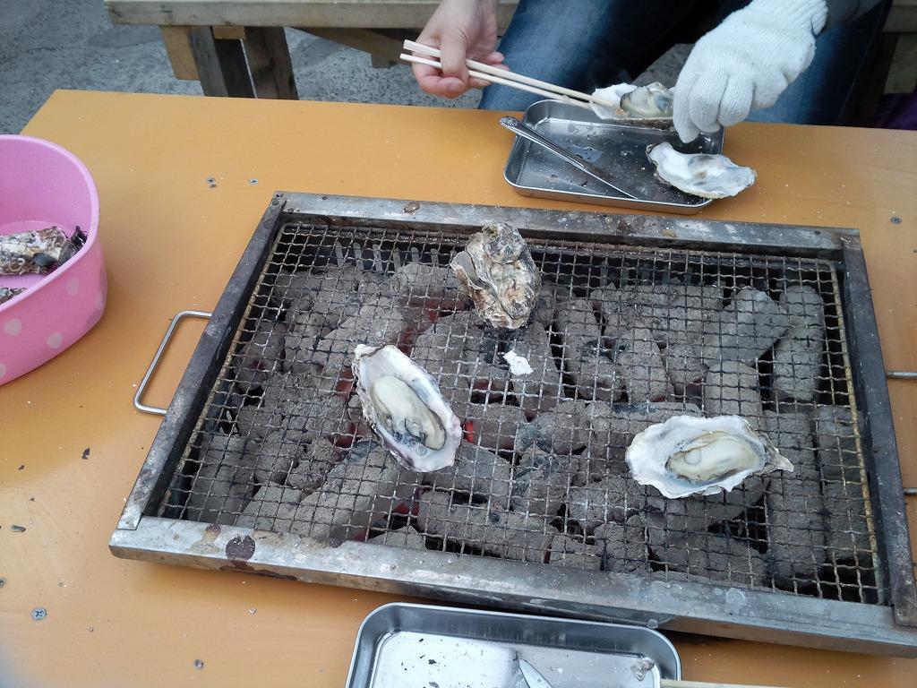 島田水産で焼き牡蠣