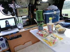KONGの車内で朝食_20130915