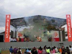 ひろしまフードフェスティバルの神楽_1_20131026