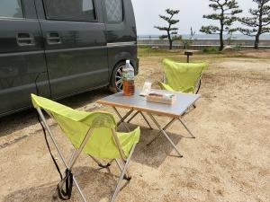 簡単に椅子とテーブルを広げ_20140419