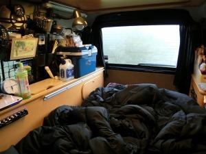 KONGのベッドで寝袋と枕_20140504