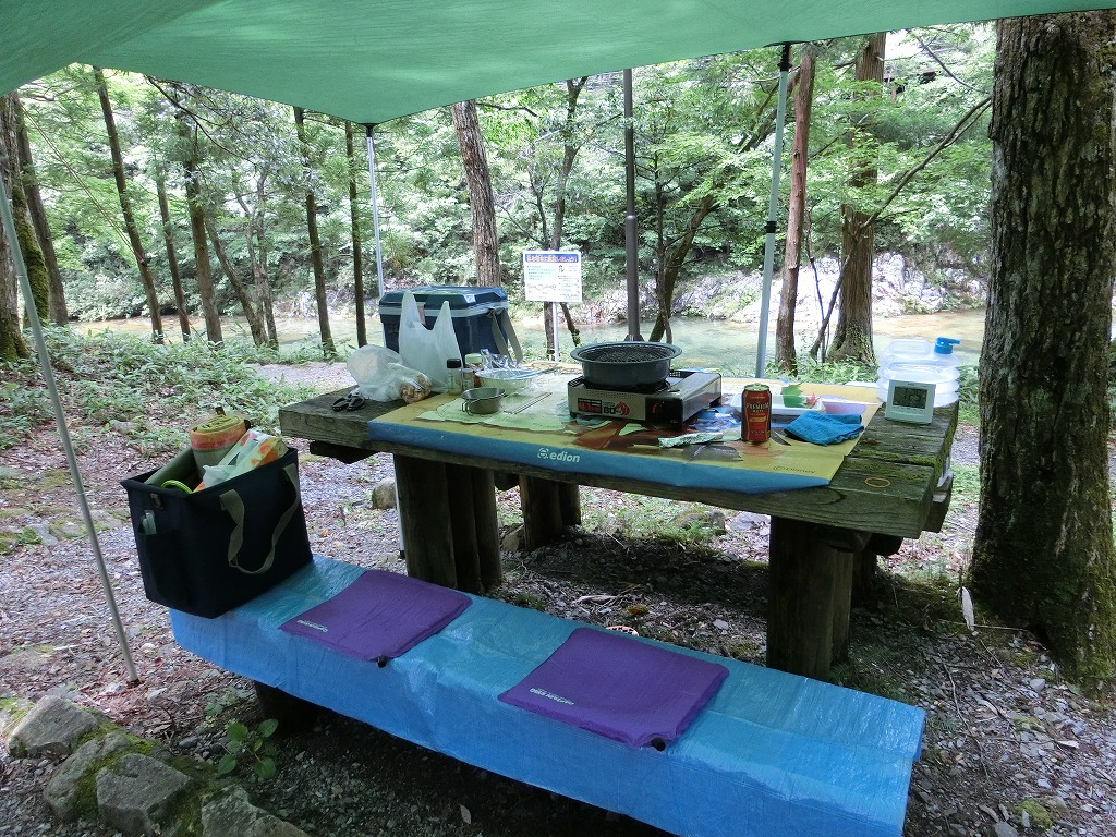 常設の椅子とテーブルを利用する_20140712