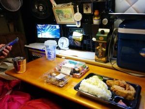 フェリー待ちの車内で夕食_20150109