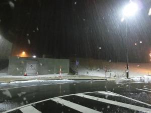 雪降る道の駅_20150313