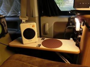 セラミックファンヒーターで暖を取る_20150314