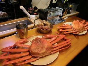 夕食のメインは紅ズワイガニ_20150314