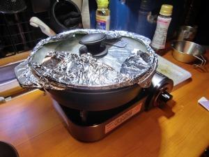 アルミを敷いたマルチプレートで調理_20150921