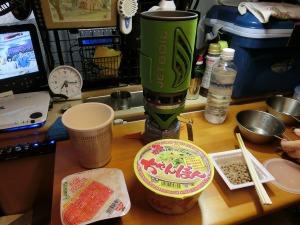 軽キャンの車内で朝食_20150922