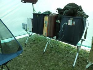 ベンチチェアは荷物置き場に_20160206