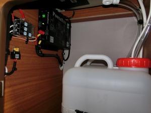 給排水タンクと充電器_20160830