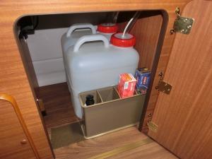 給排水タンク室の収納_20160906