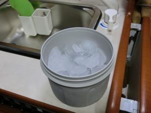 真空断熱コンテナーで氷_20160920