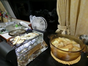 コタツを囲んで鍋と松茸_20161103