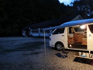 無料キャンプ場にキャンピングカー_2_20161008