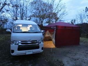 キャンピングカーとタープテント_20161120