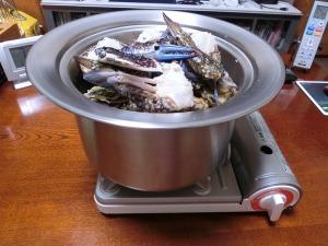 ワタリガニを殻付き牡蠣を入れる_20170117