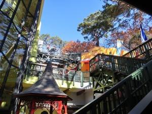 三鷹の森ジブリ美術館の中庭_20161211