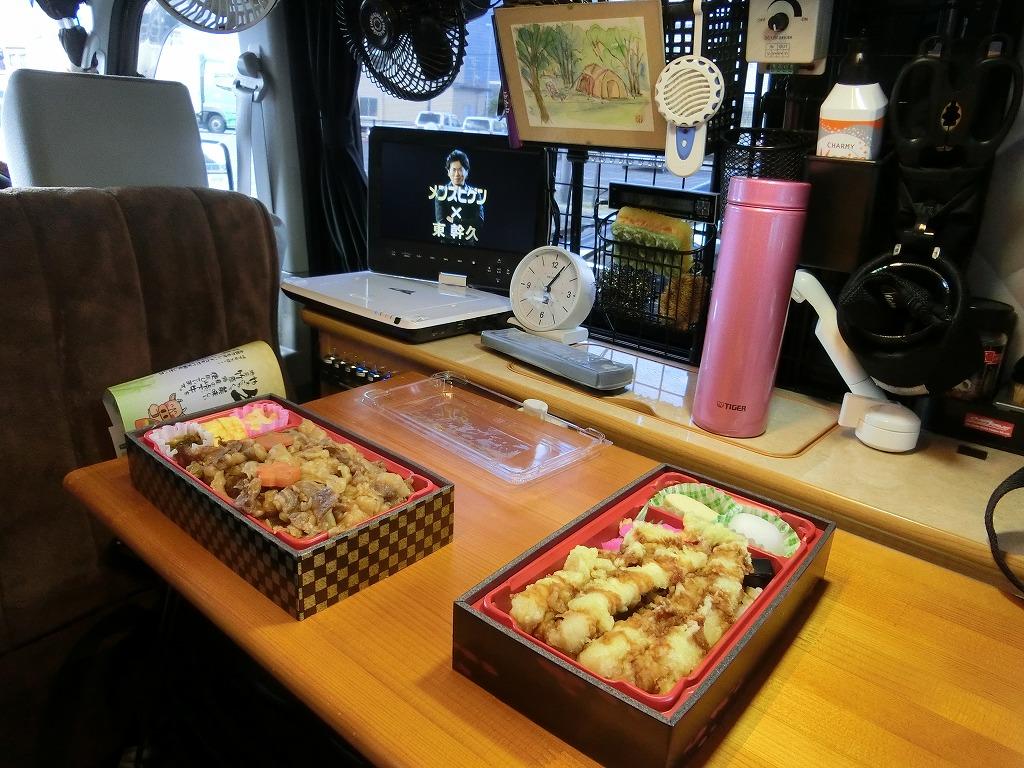 軽キャンKONGの車内で昼食_20161223