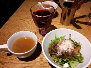 赤ワインとスープとミニサラダ_20161230