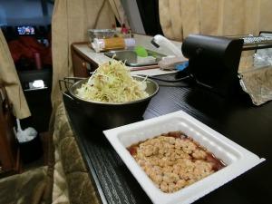 朝食の納豆とサラダ_20170129