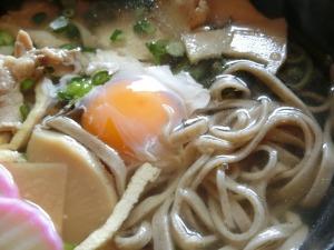 生卵と蕎麦アップ_20170219