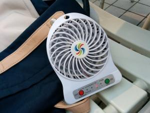 暑いのでポータブル扇風機_20170701